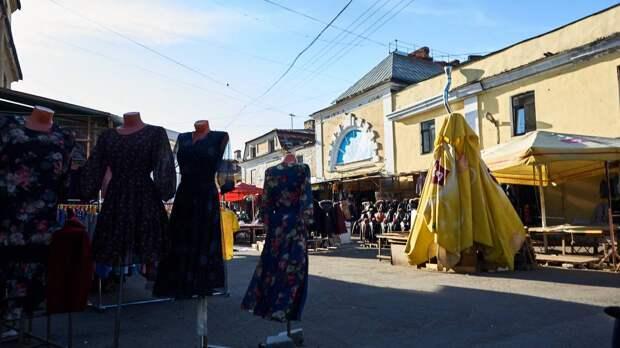 Незаконная торговля в Апраксином дворе Петербурга продолжает процветать