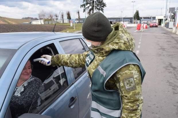 Украина запечатывает границы и закрывает дороги: Киев пытается сдержать панику у населения
