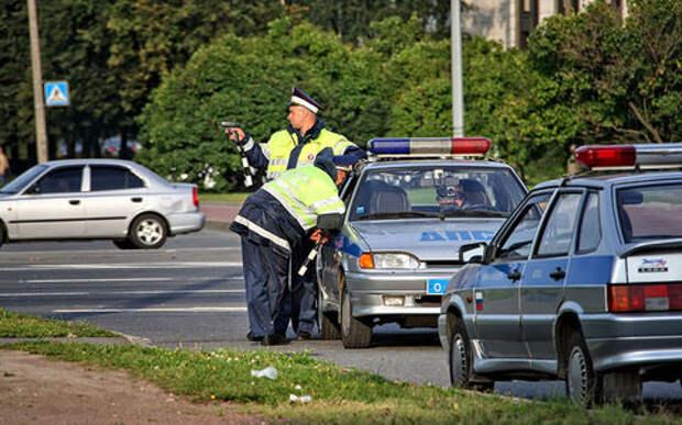 Инспектор ГИБДД просит выйти из машины. А если откажусь?