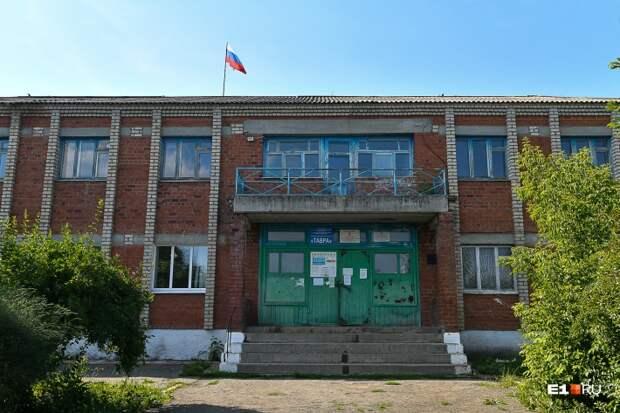 В этом здании находится администрация ООО «Тавра»