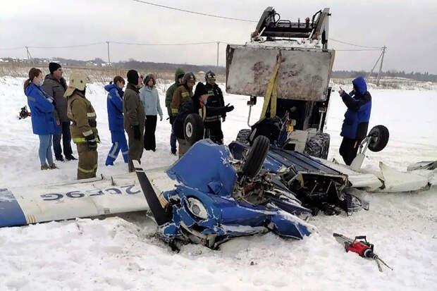 Самолёт столкнулся с другим воздушным судном и рухнул в Ленобласти
