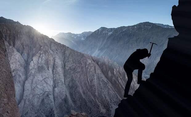 Альпинист насмерть разбился в Крыму после падения со скалы