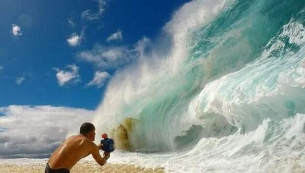 Вот как фотографы снимают гигантские волны напляже