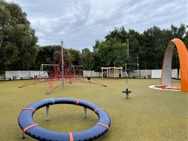 В сквере по Олонецкому открыли уникальную детскую площадку с современным оборудованием