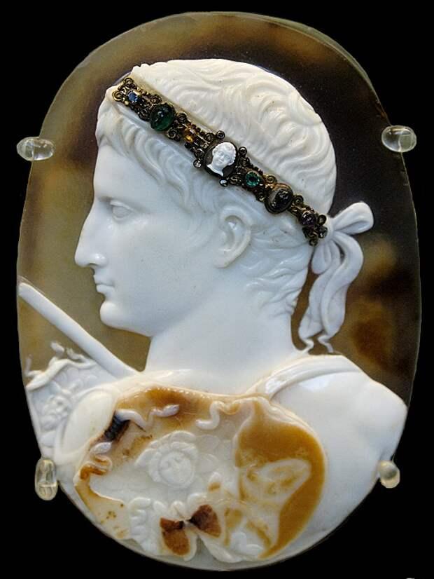 Камея Блакас, 12 см высотой. Император Август. Возможно от 20-50 н. э.