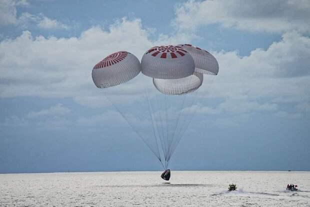 Космические туристы SpaceX вернулись на землю