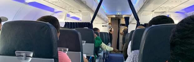 Самолет столкнулся с автомобилем в аэропорту Алматы