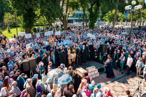 Церковь Украины и власть: стояние у стены непонимания