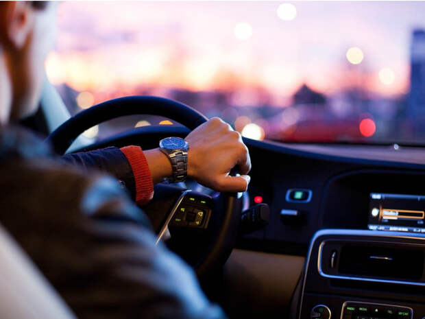 В Госдуме предложили выдавать водительские права 16-летним