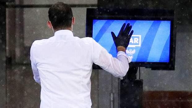 Истерика Тедеско, 2 гола за 5 минут, куча желтых. «Спартак» и «Локо» выдали крутой первый тайм — и все