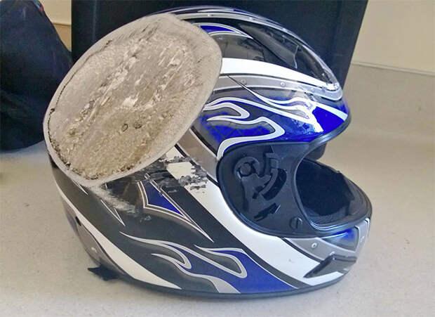 Берегите голову: пострадавшие вавариях поделились фотографиями шлемов, спасших имжизнь