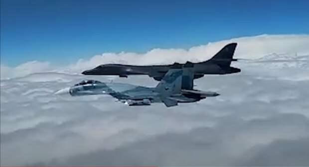 Четыре истребителя Су-30СМ пресекли наглую провокацию бомбардировщиков США в Черном море