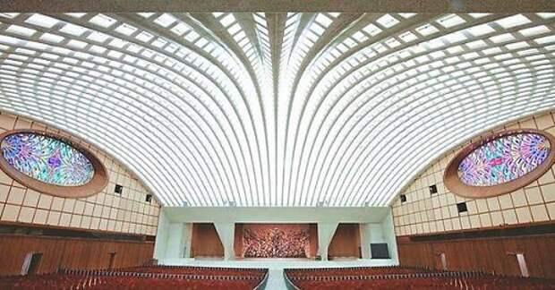 Темные секреты конференц-зала Папы Римского