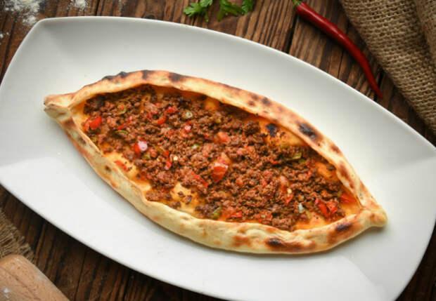 Кладем фарш в конверт и ставим в духовку: ленивая пицца по совету турка
