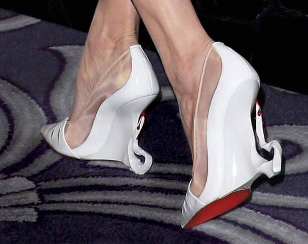 Топ-7 пар самой необычной обуви знаменитостей фото №7
