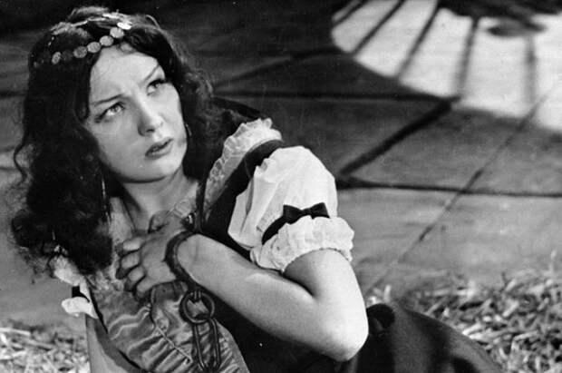 Наталья Тенякова в роли Вари Асенковой в фильме «Зеленая карета». 1967 г.