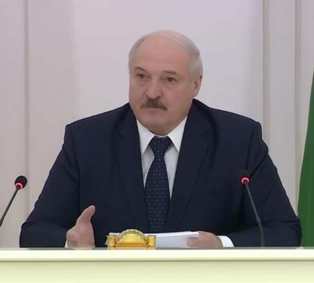 """Лукашенко поручил всех """"тунеядцев"""" немедленно поставить на учет и заставить работать"""