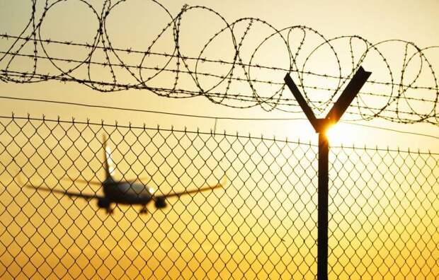 США закрывают для русских границы и небо
