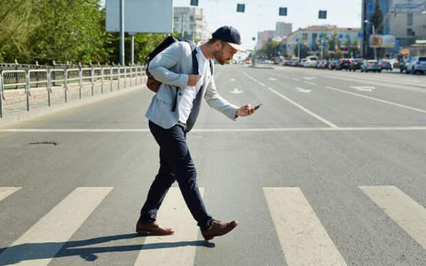 Смертность среди пешеходов возросла из-за смартфонов и внедорожников