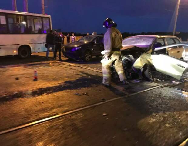 «Развелся сам»: в Петербурге из-за разведения моста пострадали люди (ФОТО)