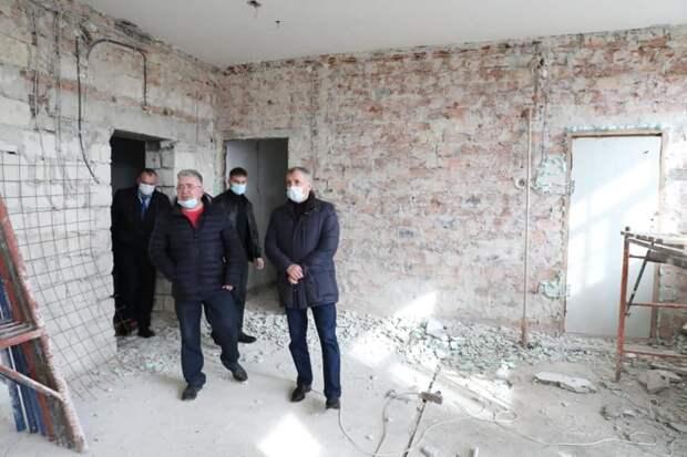 Константинов заявил, что крымчане должны отдать Путину все дворцы