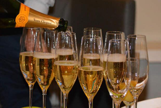 """Рука руку MOET.Производители французского шампанского уступили """"Советскому"""""""