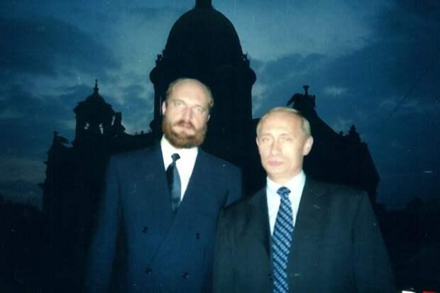 Банкир, сбежавший из России, слил в сеть 6 архивных фото дочерей Путина
