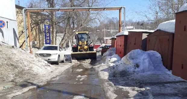 Комплексная уборка продолжается во всех районах Нижнего Новгорода: смотрим, с каких улиц города вывезли снег сегодня