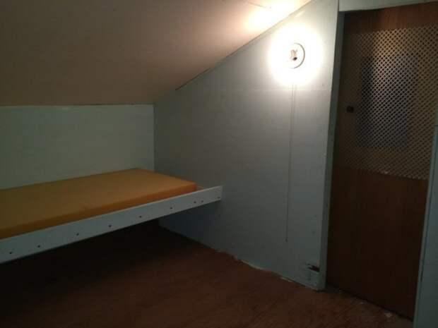 Интересно, для чего или даже для кого была эта комната дом, загадка, комната, находка, странность, фотография, чердак