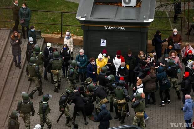 Белорусские силовики применили газ против протестующих