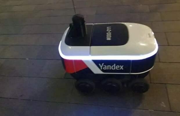 В Москве заметили робота-курьера