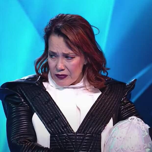 Певица Азиза извинилась из-за неловкого ухода с шоу «Маска»