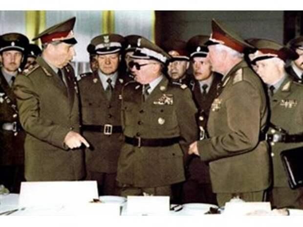 Сломанный «Щит»: загадка смерти министров обороны стран-союзников СССР