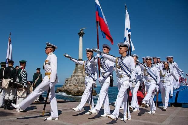 Мощь и величие: как прошел парад ВМФ во Владивостоке, Севастополе и Петербурге
