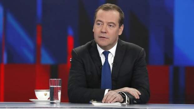 Турчак объяснил отсутствие Медведева в штабе «Единой России» болезнью