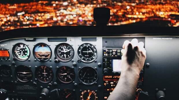 Boeing экстренно сел в Новосибирске из-за инсульта у командира самолета