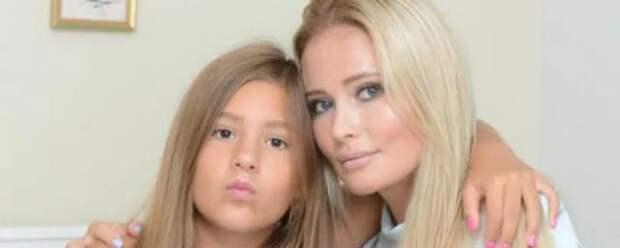 Дочь Даны Борисовой показала переписку с отцом