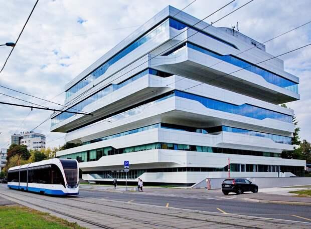 Почем в Москве продают бизнес-центр, спроектированный Захой Хадид