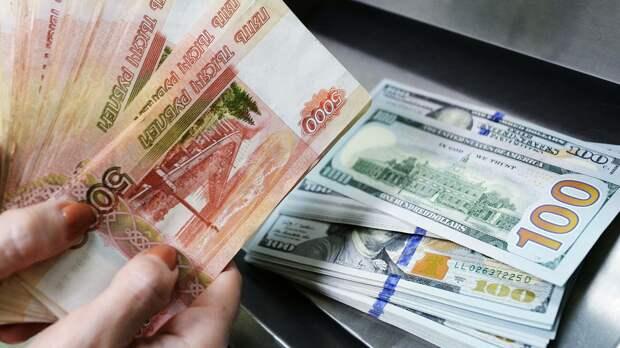Экономист Бахтин: покупать доллары часто бывает выгодно в двадцатых числах каждого месяца