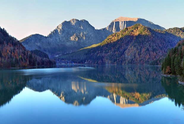 Живая вода озера Рица