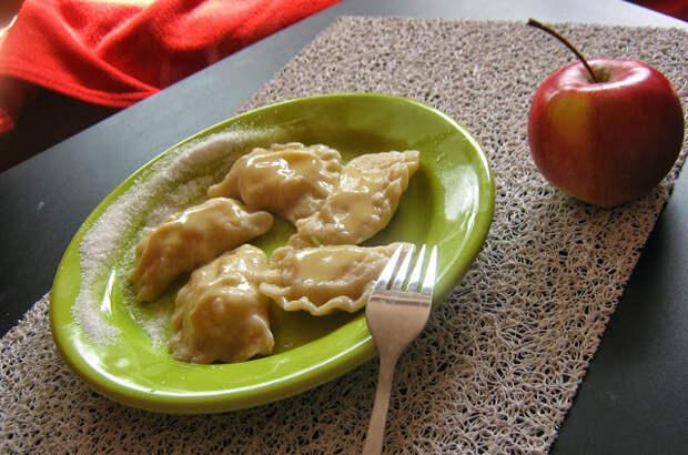 Рецепты по четвергам. Вареники с яблоками (2)