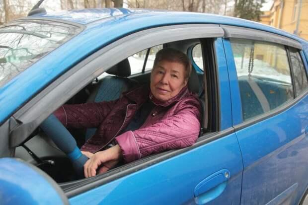 Жительница Головинского отмечает профессиональный юбилей — 50 лет за рулем