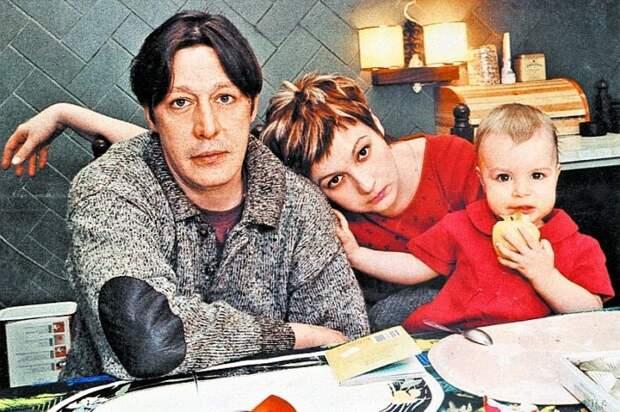 Ксения Качалина и Михаил Ефремов с дочерью. / Фото: www.sensum-club.pro