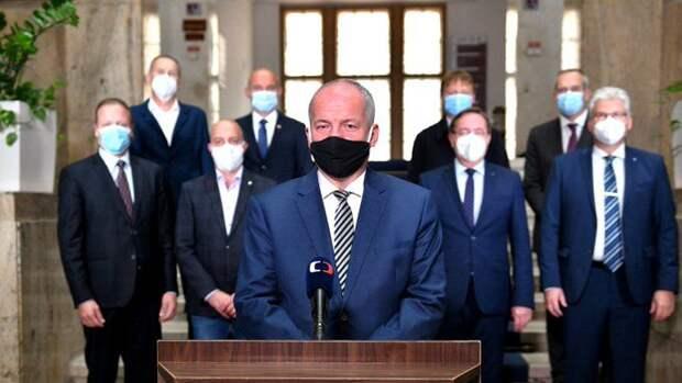 Министр здравоохранения Чехии уходит в отставку из-за нарушения мер по борьбе с коронавирусом, которые он сам ввел