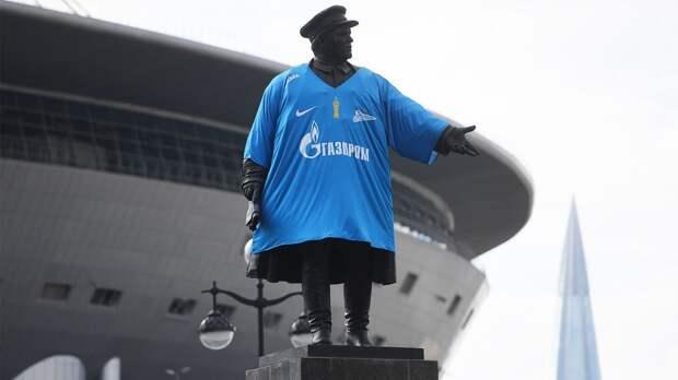 В Петербурге болельщику запретили на полгода посещать спортивные мероприятия за пронос дымовой шашки на стадион