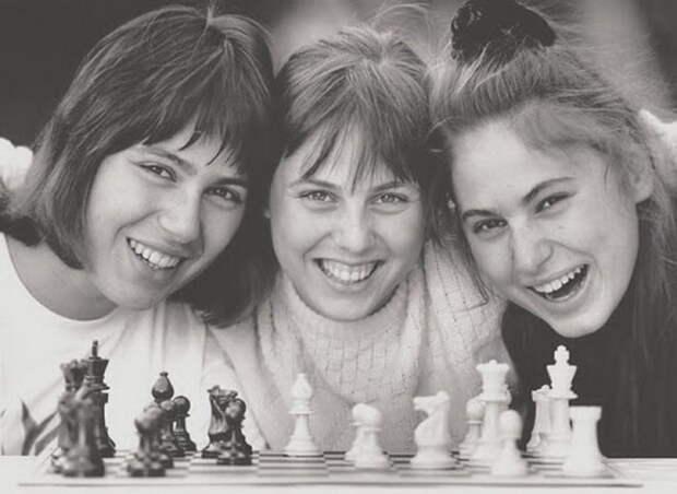 Сестры Полгар, венгерские шахматистки, с раннего детства знали эсперанто