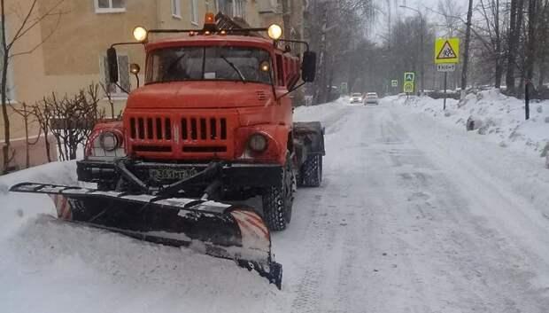 Более 60 единиц коммунальной техники убирают дороги Подольска от снега