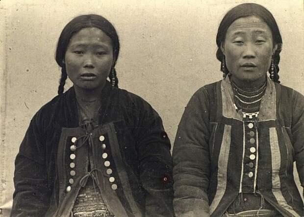 Портрет женщин. Неизвестный автор, 1885-1899 год, Якутская обл., Кунсткамера.