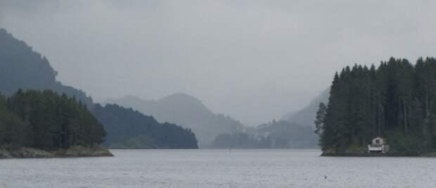 Люсе-фьорд в тумане. Фото