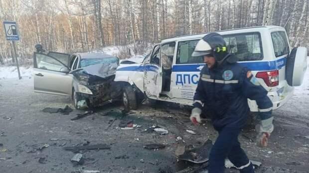 Челябинский полицейский подставил свой УАЗ под удар, чтобы спасти детей в автобусе